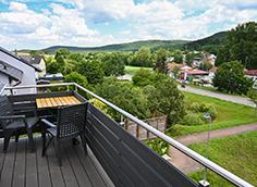 Balkon mit Panoramablick in den Pfälzer Wald